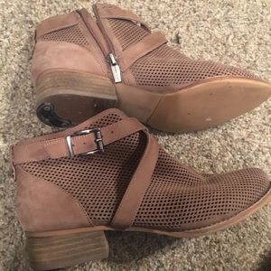 Tan Vince Camuto ankle booties sz 9.5